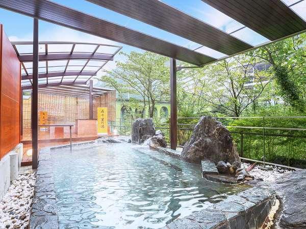 名湯を求めて山奥まで訪れる人が絶えなかったと言われる、開湯250年の鬼怒川温泉。