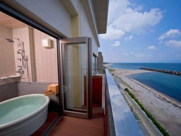絶景!海一望の角部屋特別室401・露天風呂付12.5帖+シモンズツイン。270度のパノラマオーシャンビュー。