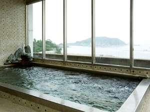 海が広がる展望風呂(男湯)なんとシャワーも窓際に♪海を眺めながら身体を洗えます!