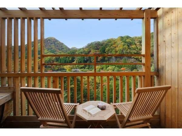 【楓の間】客室露天風呂からの眺め