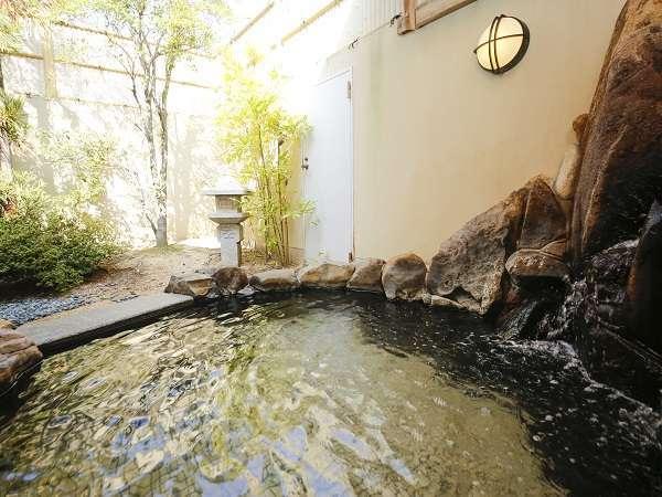 赤穂温泉さつき乃湯、女湯露天風呂の日中の様子。朝風呂は6:00~9:30までご利用いただけます。