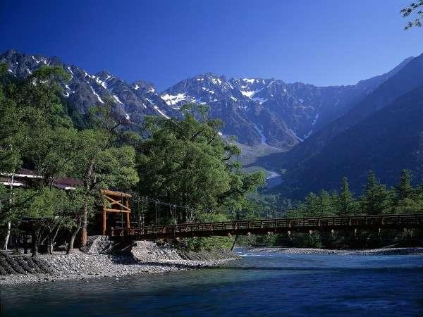 上高地を散策した後は、奥飛騨の温泉でゆったりと