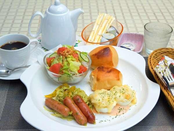 *朝食一例/洋食のモーニングプレートとコーヒーをご用意します