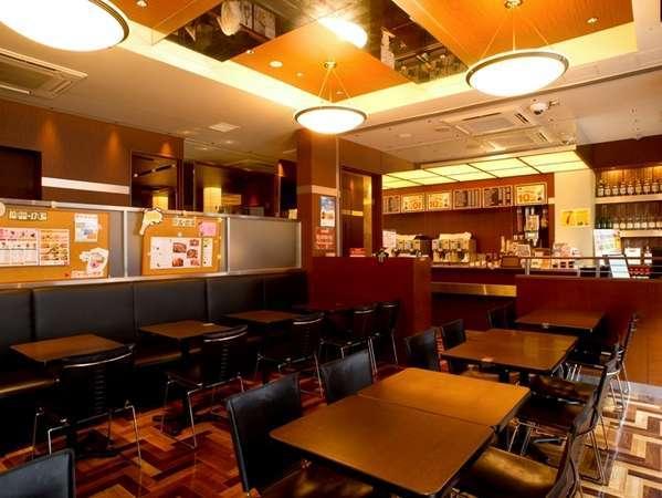 1階カフェ&バー「プロント」ホール