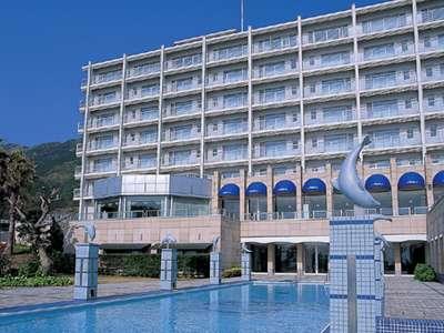 ホテルと人気の屋外25Mプール(7月1日~9月末まで営業)