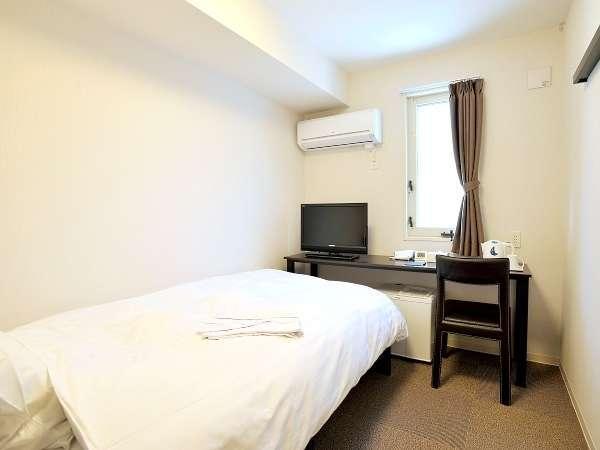 シングル:11.8㎡、ベッド幅110cm。Wi-Fi完備。コンパクトですが機能的なお部屋です。