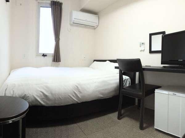 ダブル:12㎡。ベッド幅140cm(シーリー社)。個別空調、Wi-Fi、温水洗浄便座完備。