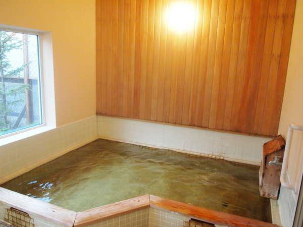 源泉かけ流しの弱アルカリ性単純泉。pH8.3の弱アルカリ泉はお肌つるつるの美人の湯。