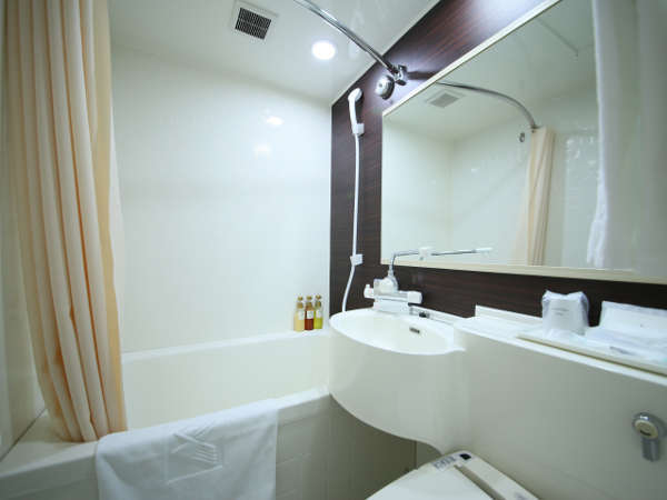 清潔感のある落ち着いた雰囲気のバスルーム(ユニット型)