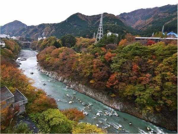 鬼怒川渓谷の紅葉風景