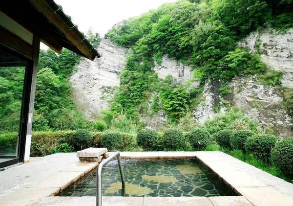 【白壁の湯】立ち寄り湯としても人気の絶景!