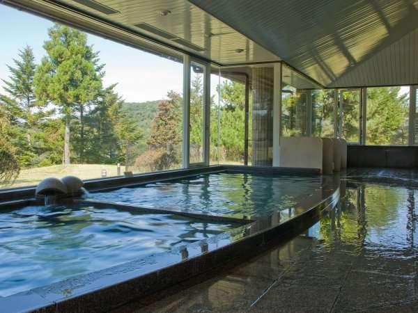 男性大浴場。広々とした湯船で旅の疲れを癒して下さい。