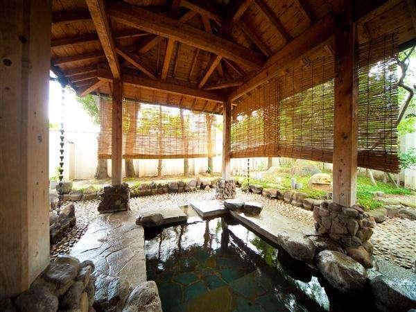 大浴場の奥には露天風呂もあります