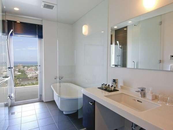 バスルームには、やさしい光が差し込みます