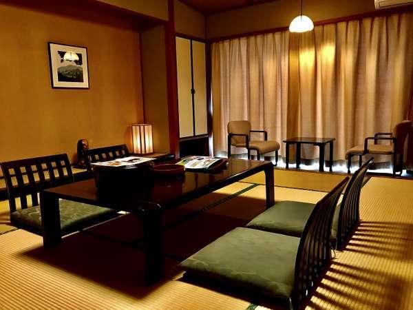 和室十畳「和の中で綺麗な利根川と榛名の眺め」