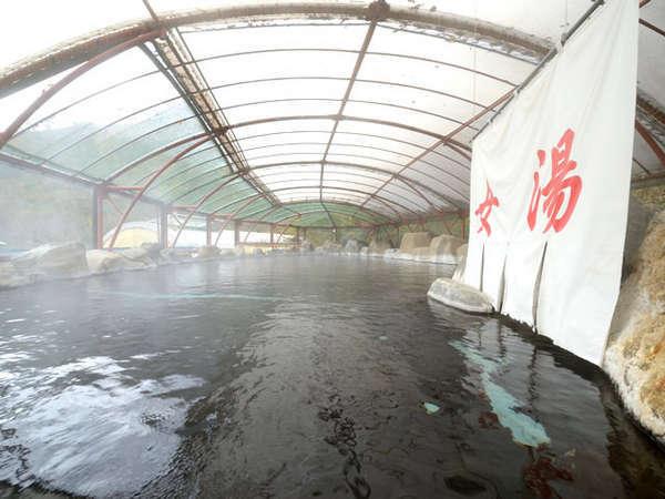 毎分800リットル幅15メートル奥行23メートル圧倒のスケール源泉かけ流し