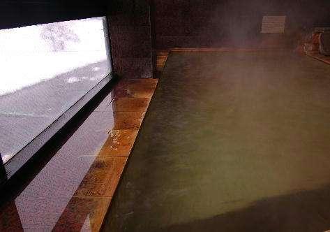 雪を望む展望風呂