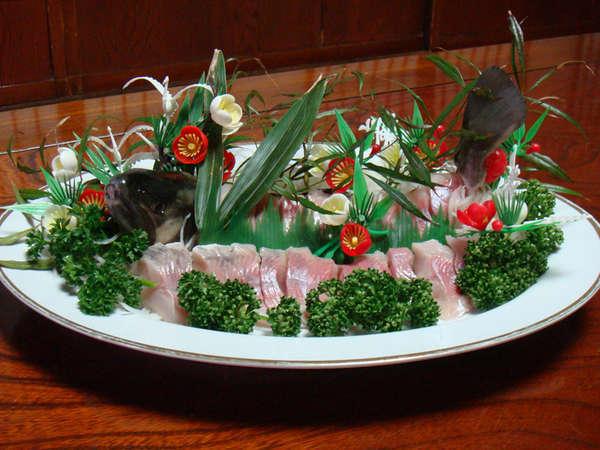 *大人気!新鮮な川魚のお刺身をご堪能ください。(2人前/一例)