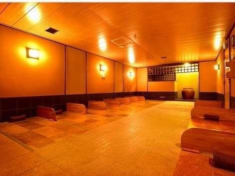 黄土浴。40度前後の室内!