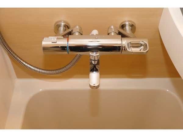【サーモスタッド付シャワー水栓】温度調節が出来ます。