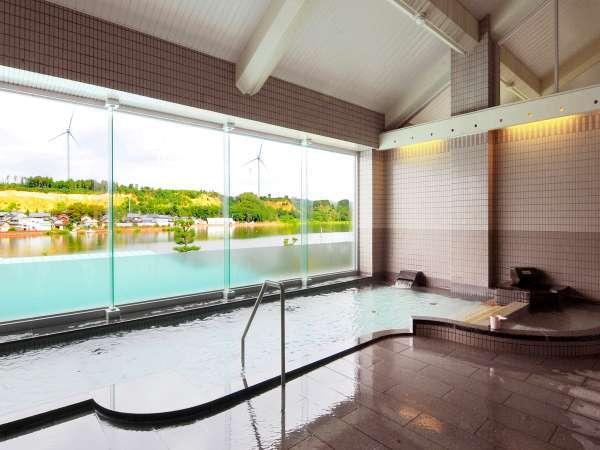 ●当館2階からは北潟湖を一望できる展望風呂がお楽しみいただけます。
