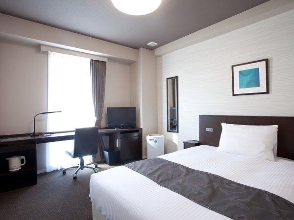 【シングルルーム】ダブルサイズベッドが標準仕様