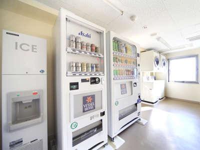 【ベンダーコーナー】6階ベンダーコーナーです。自販機・製氷機・洗濯機・乾燥機がございます。