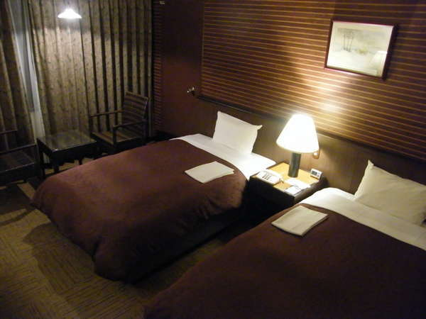 ワンランクアップの禁煙ツインルームです。ベッドは セミダブルベッドを使用