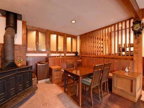 *喫茶リンデン/寒い時期には暖炉に灯がともるゆったり居心地の良いカフェ。珈琲&地ビールがおすすめ!