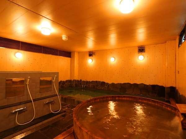 【男湯】人気の檜風呂で温泉気分♪