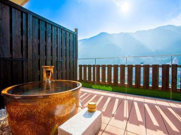 ■伍睦■ 眺望自慢の川側を臨む露天風呂付き和室。