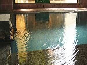 こんこんと湧き続ける草津の名湯。滞在中はいつでも入浴可