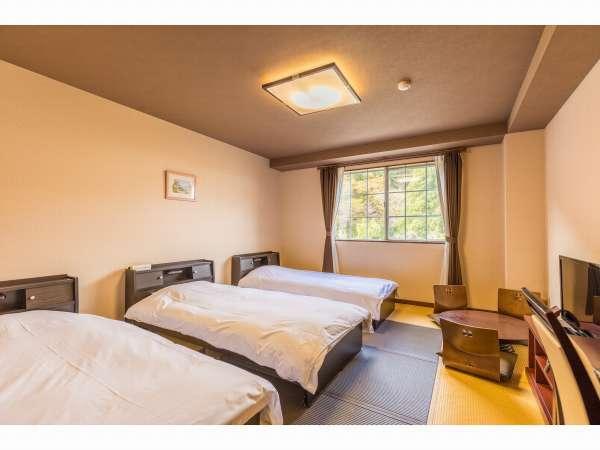 雰囲気のある畳敷きのデザインルームです。(トリプルルーム)
