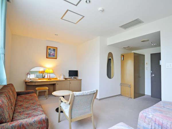 【客室】ちょっと広めのツインルーム(源氏の宿)お荷物が多い時に便利な広さです