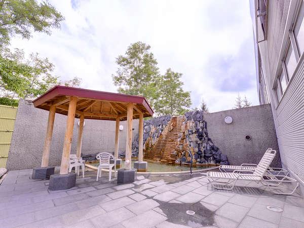 *露天風呂/北海道の澄んだ空気を五感で感じながら浸かる温泉は格別。