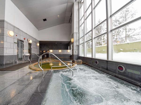 *天然温泉レースイの湯/大浴場 清潔感のある内風呂はガラス張りで開放感が満点