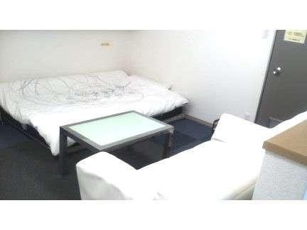 【Aタイプ】セミダブルベッドのお部屋。2名様でのご宿泊はサイドベッドをご利用下さい。