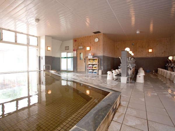 ★大浴場内は一度に約120名を収容でき、アメニティも豊富