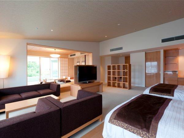 当館内で最大の広さを誇る客室(96平米)源泉かけ流しの温泉を、24時間お部屋でご利用いただけます。