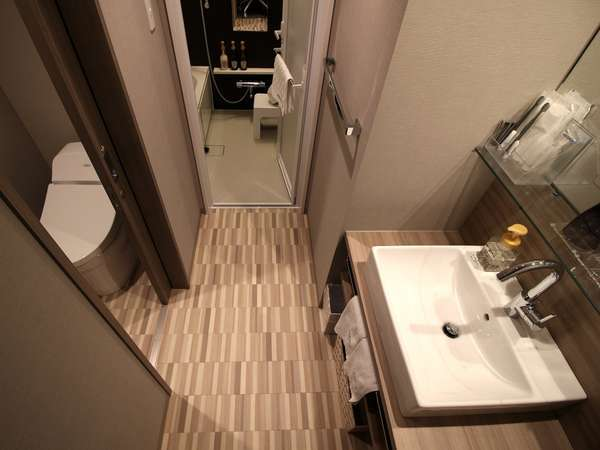 モデレートツインルームとスーペリアツインルームのバス・トイレ・洗面台