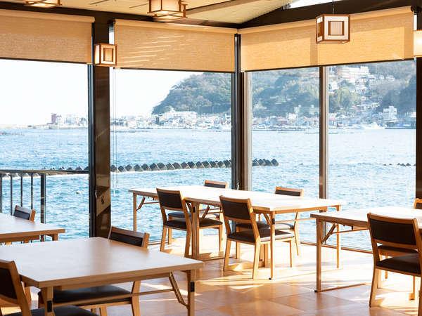 お食事処からは海が見えます