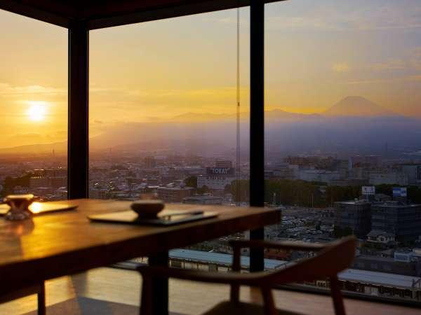 夕焼けも富士山も素敵な絶景レストラン