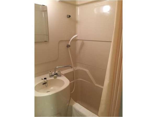ユニットバスです。残念ながら当館には大浴場はございません・・・。