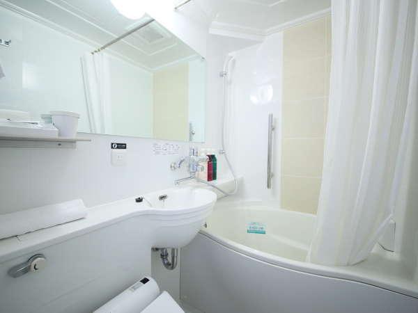 節水タイプのたまご型浴槽、通常の浴槽より約20%の節水かつゆったり入浴できるオリジナルユニットバス