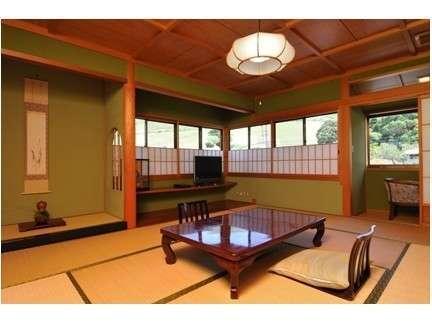 ・本館特別室【明日成】窓から若草山をパノラマで望めます。