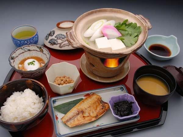 リピーター客に好評のボリュームタップリの朝食!!あったか~い白ご飯と湯豆腐♪ご飯はおかわり自由♪