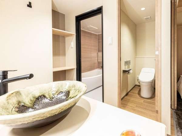 ツイン(トリプル)の浴室・トイレ・洗面台 (お部屋によってレイアウトが異なる場合がございます)