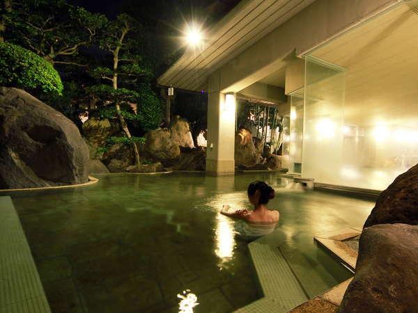 開放感あふれる庭園露天風呂