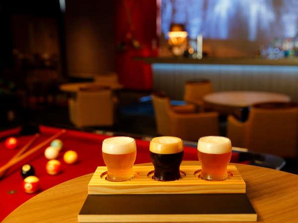 「ザ・パークバー」では、アルコールや軽食と共にビリヤードが楽しめます
