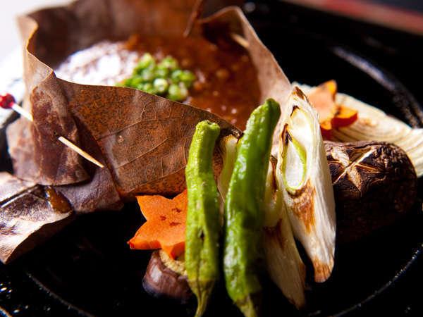 【強肴 豊後牛石焼】朴葉味噌、焼き野菜